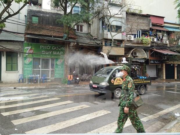 Urgen medidas para contener la propagacion de COVID-19 en Hanoi hinh anh 1