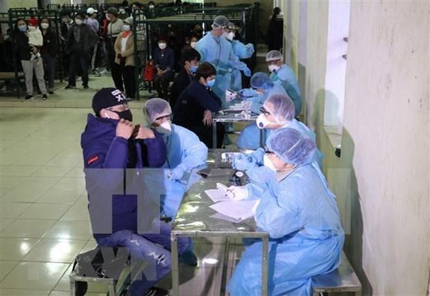 Intensifica Vietnam control de personas vinculadas con pacientes de coronavirus hinh anh 1