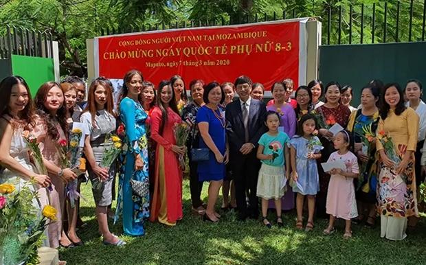 Honran a mujeres vietnamitas en Mozambique hinh anh 1