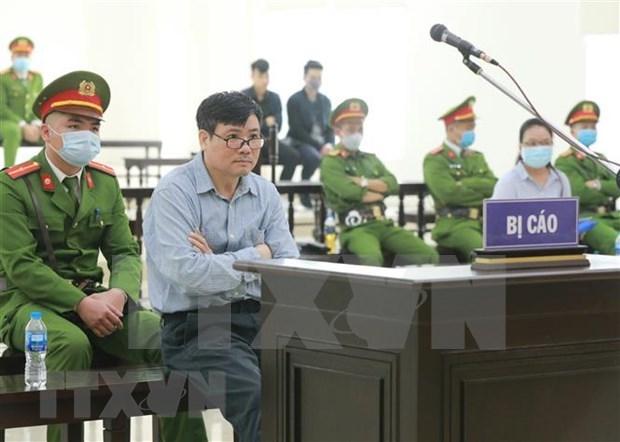 Condenan a 10 anos de carcel a funcionario de periodico vietnamita por abuso de poder hinh anh 1