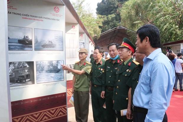 Exposicion para conmemorar 45 anos de liberacion de provincia vietnamita de Dak Lak hinh anh 1