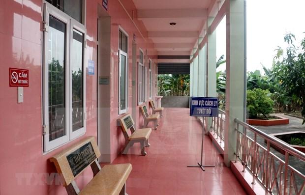 Vietnamita infectado por COVID-19 tras atender a turistas extranjeros hinh anh 1