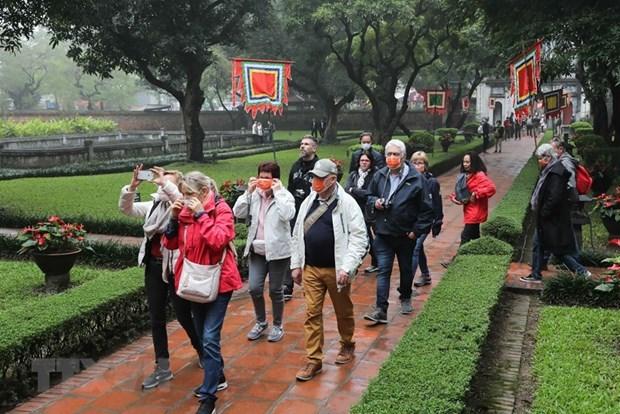 Hanoi cierra sitios historicos y bares por COVID-19 hinh anh 1