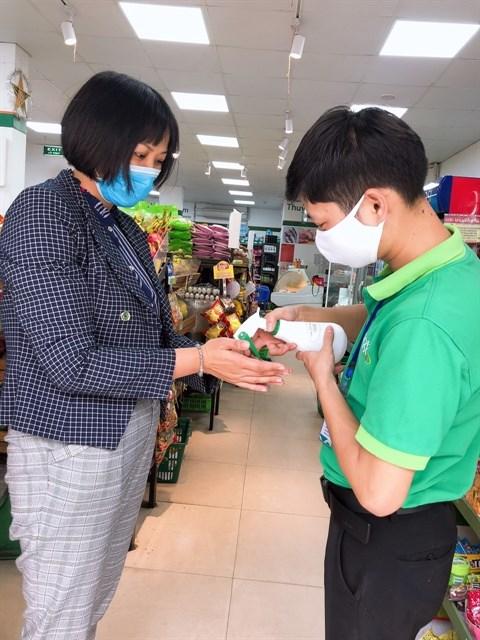 Sector minorista se une a lucha contra el COVID-19 en Vietnam hinh anh 1