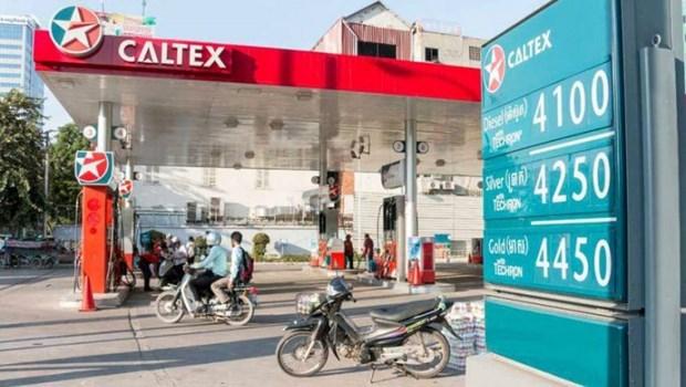 Mantienen pronostico sobre caida de precios del combustible en Camboya hinh anh 1
