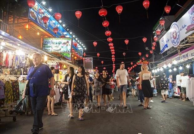 Cierran sitios turisticos en provincias vietnamitas a causa del COVID-19 hinh anh 1
