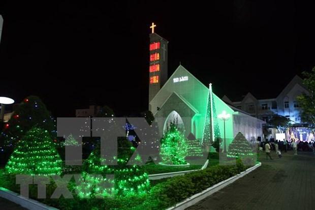 Felicitan a catolicos y protestantes en Vietnam por la Pascua hinh anh 1