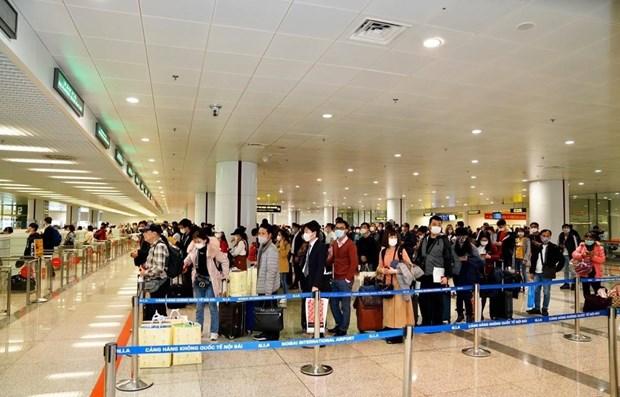 Someteran a cuarentena obligatoria a todos los pasajeros a Vietnam hinh anh 1