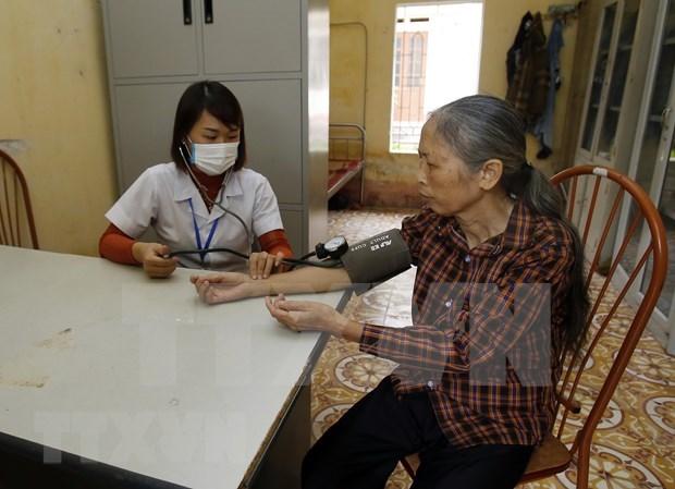 Ministerio de Salud recomienda a personas mayores prevenir la epidemia en casa hinh anh 1