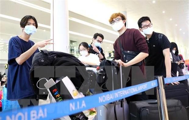 Detectan otros vuelos a Vietnam con pasajeros infectados con SARS- CoV-2 hinh anh 1