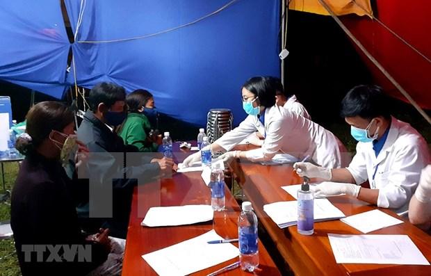 Estudiantes medicos vietnamitas se ofrecen como voluntarios para lucha contra COVID-19 hinh anh 1