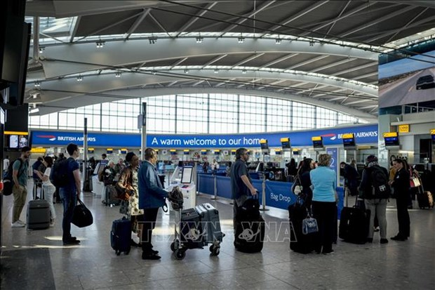 Reducen en Vietnam tarifas de servicio para las aerolineas hinh anh 1