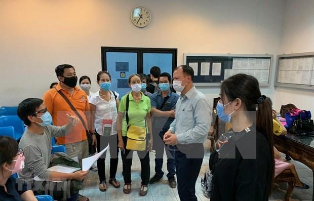 Embajada de Vietnam en Tailandia apoya a connacionales para regresar al pais hinh anh 1