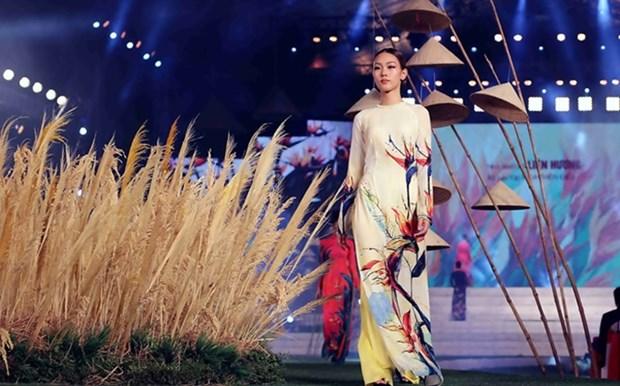 Proponen reconocer 'Ao dai' de Vietnam como Patrimonio Cultural Intangible de la Humanidad hinh anh 1