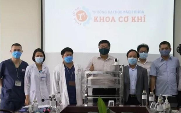 Utilizan en ciudad vietnamita robots para llevar necesidades basicas a areas de aislamiento hinh anh 1