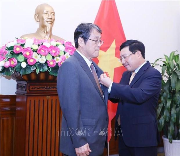 Honran a saliente embajador de Japon en Vietnam con Orden de Amistad hinh anh 1