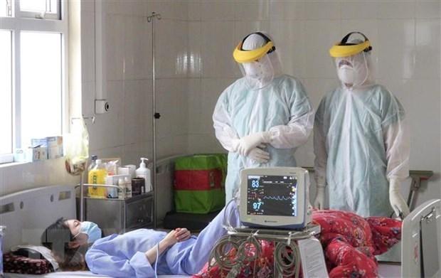 Encomia premier de Vietnam aportes del personal medico en lucha contra COVID-19 hinh anh 1