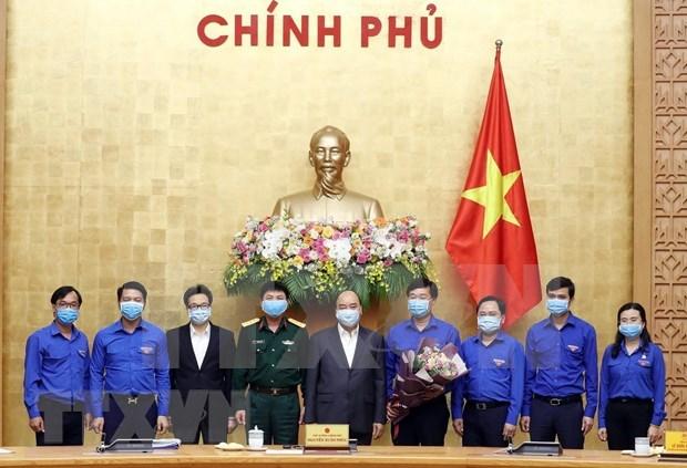 Premier de Vietnam llama a movilizar incorporacion juvenil en combate contra COVID-19 hinh anh 1