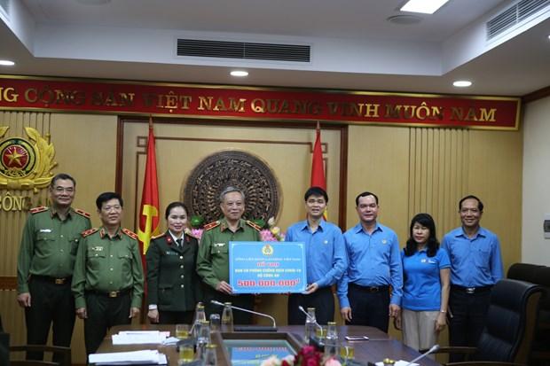 Trabajadores en Vietnam aportan su granito a lucha contra COVID-19 hinh anh 1