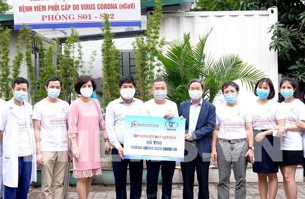 Otorga Hanosimex 700 camisetas de tela antibacteriana al hospital en Hanoi hinh anh 1