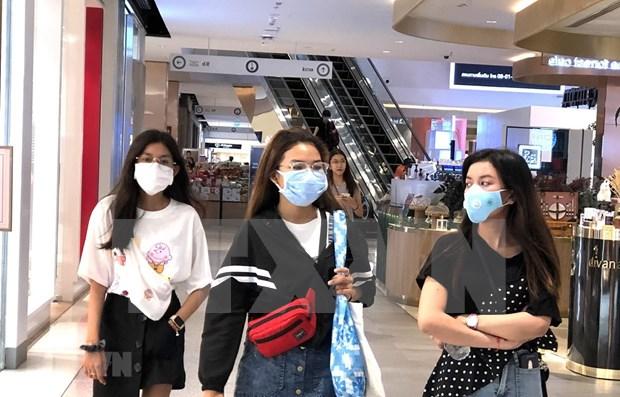 COVID-19: Instan a tailandeses a permanecer en casa siete dias, mientras Indonesia necesita mas personal medico hinh anh 1