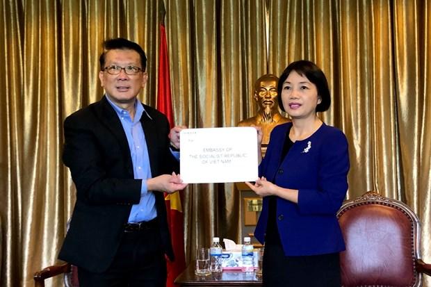 Singapur otorga 10 equipos de ventilacion mecanica a Vietnam hinh anh 1