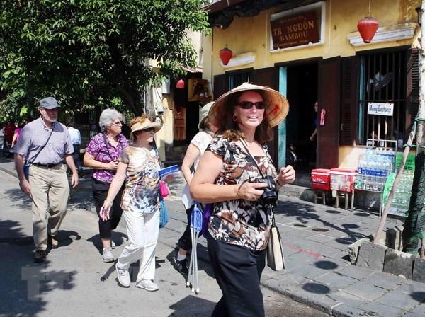 Numero de turistas a Vietnam en marzo disminuye significativamente hinh anh 1
