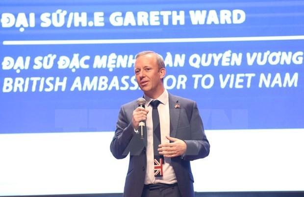Recomiendan a britanicos en Vietnam cumplir con normas de prevencion de COVID-19 hinh anh 1