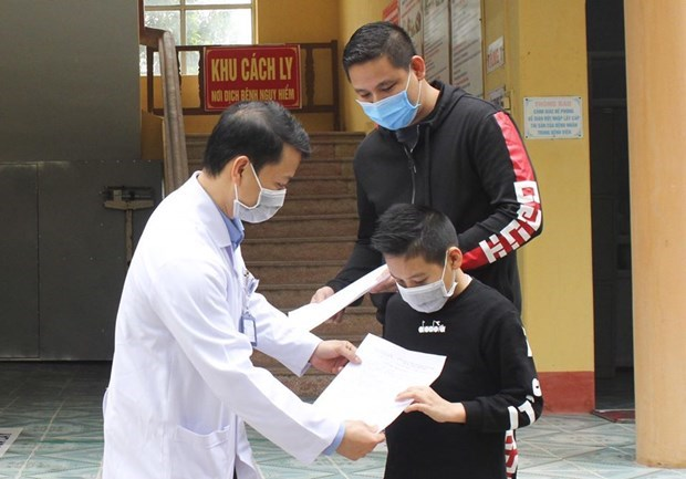 Otros 12 pacientes recuperados de coronavirus en Vietnam hinh anh 1