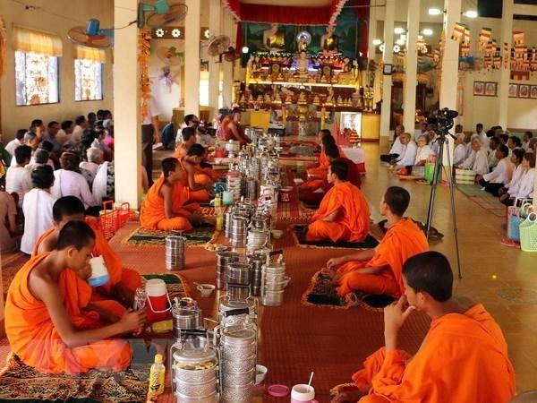 Presidente del Frente de la Patria de Vietnam felicita a khmeres en ocasion de su fiesta tradicional hinh anh 1