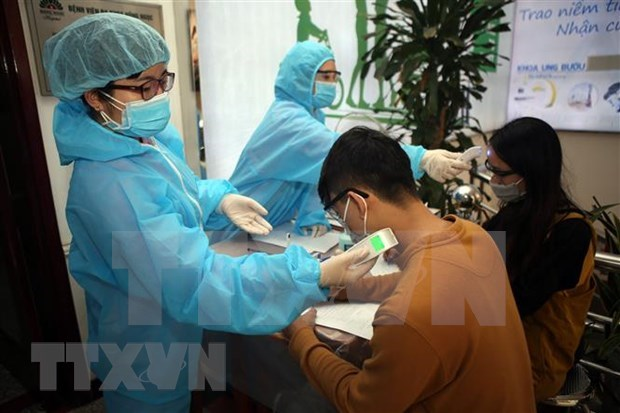 Suspende Hanoi servicios de clinicas privadas para frenar expansion de COVID-19 hinh anh 1