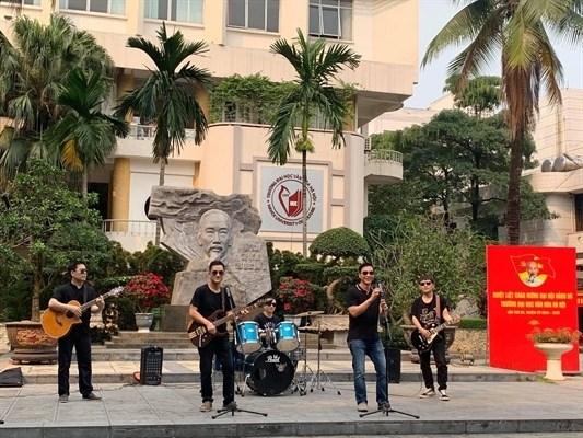 Universidad de Cultura de Hanoi lanza video musical para prevenir el COVID- 19 hinh anh 1