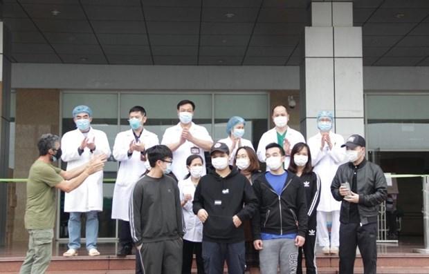 Recuperados en Vietnam otros 27 pacientes de COVID-19 hinh anh 1