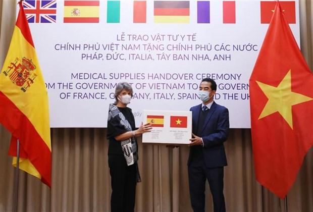 Vietnam entrega mascarillas antibacteriales a paises europeos hinh anh 1