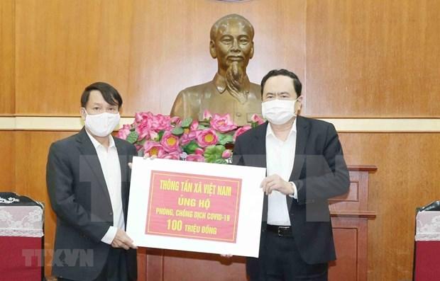 Frente de la Patria de Vietnam recibe apoyo financiero dedicado a la lucha contra COVID-19 hinh anh 1