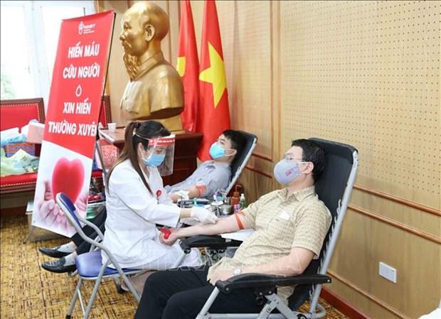 Funcionarios de organizacion partidista se suman a la campana de donacion de sangre hinh anh 1