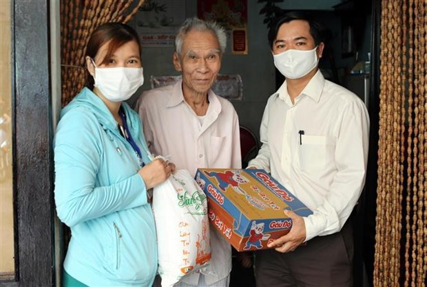 Ciudad vietnamita apoya a residentes y trabajadores de menos recursos en medio de pandemia hinh anh 1