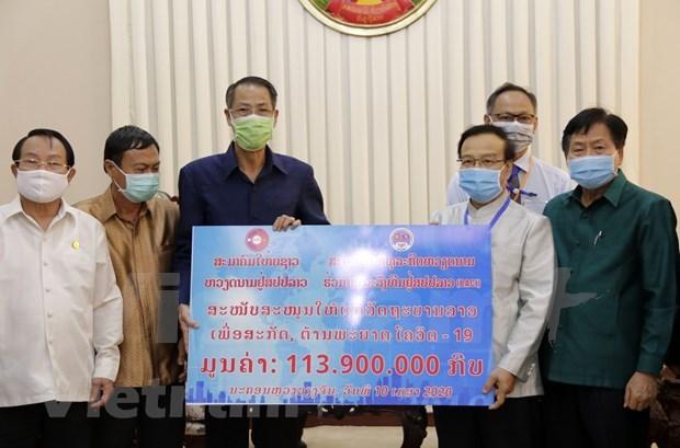 Vietnamitas residentes en Laos respaldan al pueblo laosiano en lucha contra COVID-19 hinh anh 1