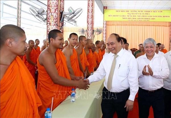 Felicita premier vietnamita a comunidad khmer en ocasion de fiesta del ano nuevo Chol Chnam Thmay hinh anh 1