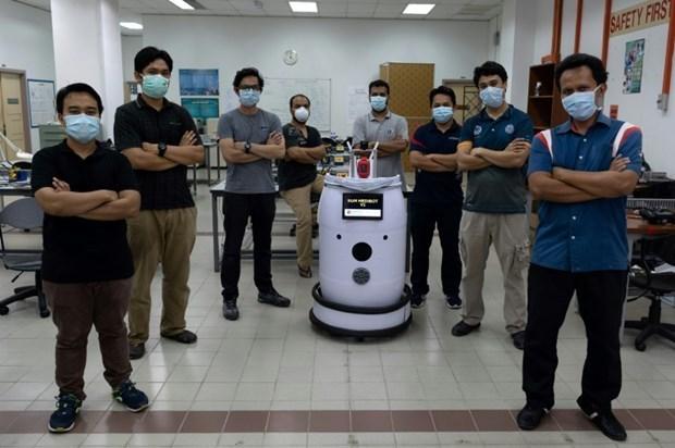 Malasia prueba robot en lucha contra el COVID-19 hinh anh 1