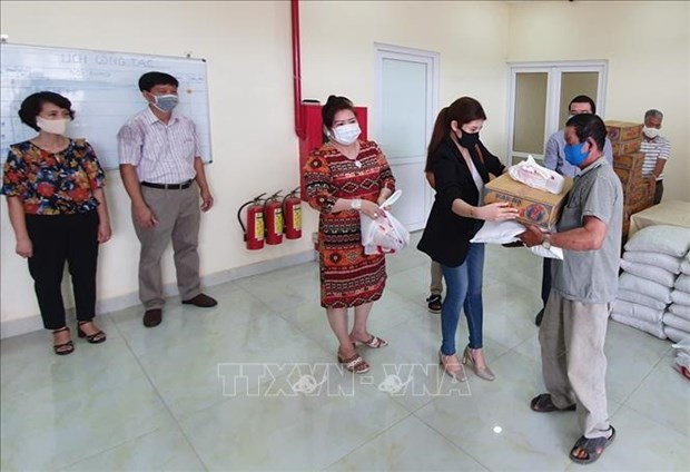Ofrecen ayuda de emergencia a cientos de camboyanos de origen vietnamita ante el COVID-19 hinh anh 1