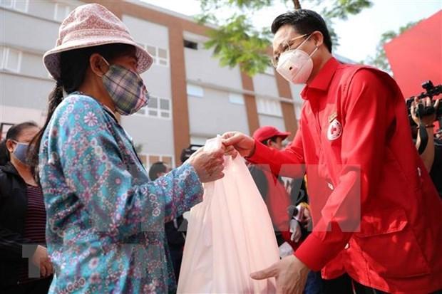 Hanoi distribuye alimentos gratuitos a personas con pocos recursos hinh anh 1