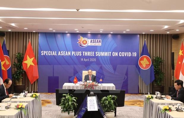 Premier vietnamita califica la coordinacion estrecha de ASEAN como factor decisivo contra el COVID-19 hinh anh 1