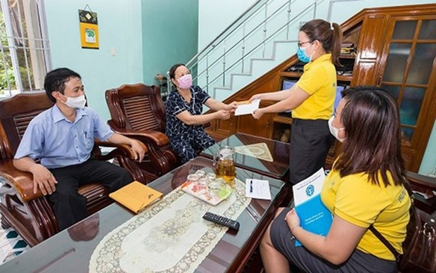 Jubilados en Hanoi reciben pago domiciliado de pension hinh anh 1
