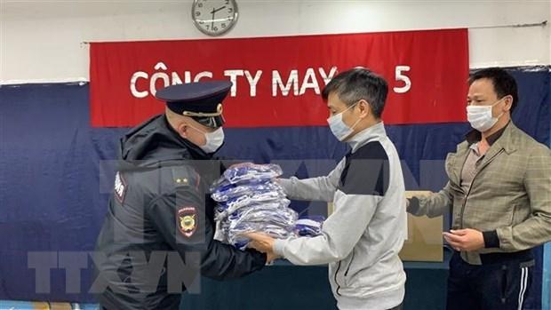 Compania vietnamita obsequia mascarillas medicas a policias rusos hinh anh 1