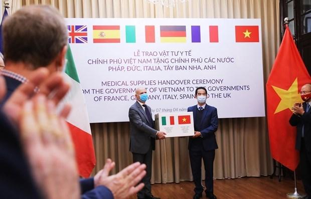 Vietnam realiza vuelo especial para repatriar turistas italianos y buscar sus ciudadanos hinh anh 1