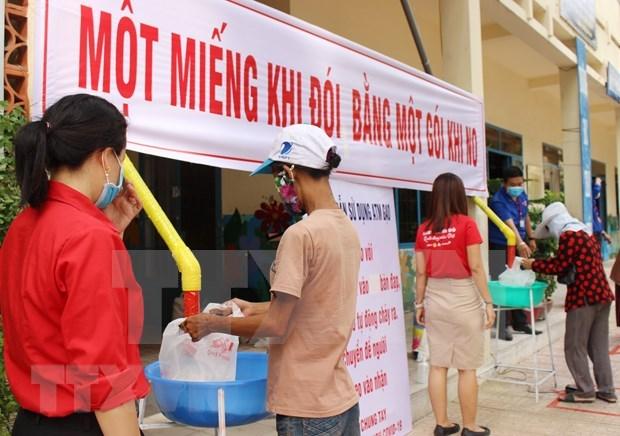 Despliega Vietnam iniciativas para ayudar a pobres ante pandemia de COVID-19 hinh anh 1