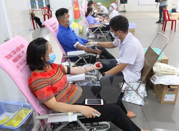 Jovenes y trabajadores en Ciudad Ho Chi Minh participan en donacion de sangre hinh anh 1