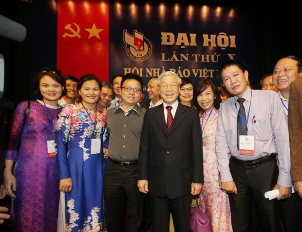 Felicita maximo dirigente politico de Vietnam a periodistas nacionales hinh anh 1