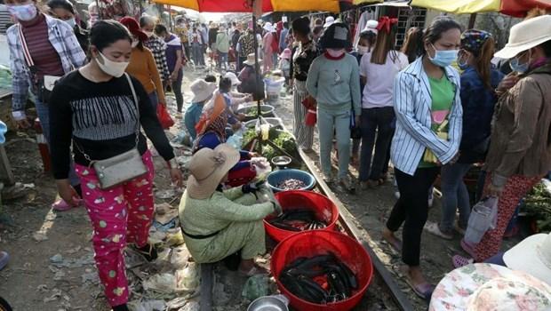 Camboya aumenta produccion de fideos instantaneos en medio de brote de COVID-19 hinh anh 1